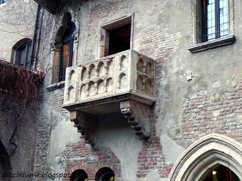 Sub balconul Julietei din Verona
