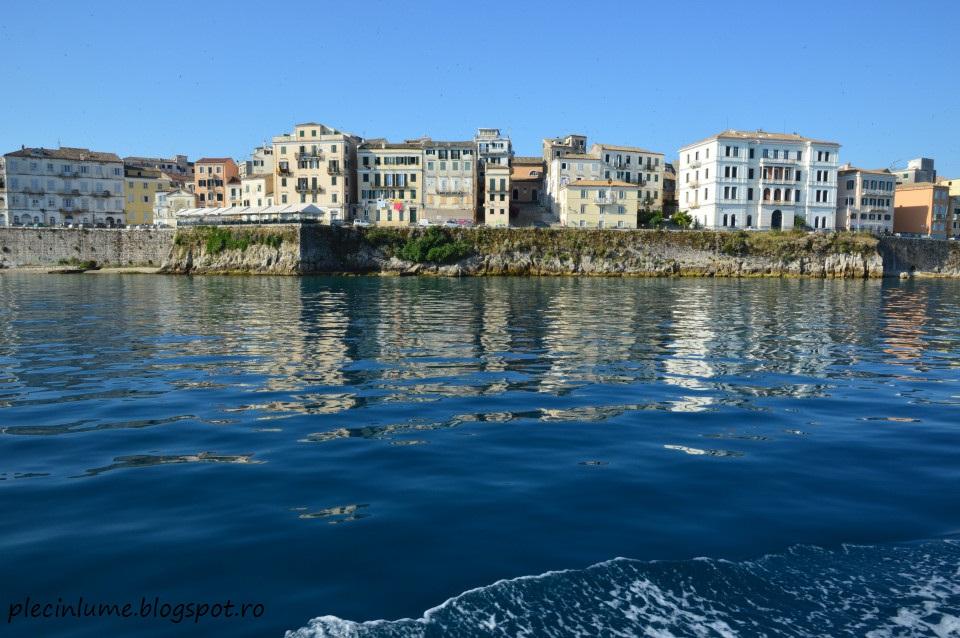 Corfu town vazut de pe mare