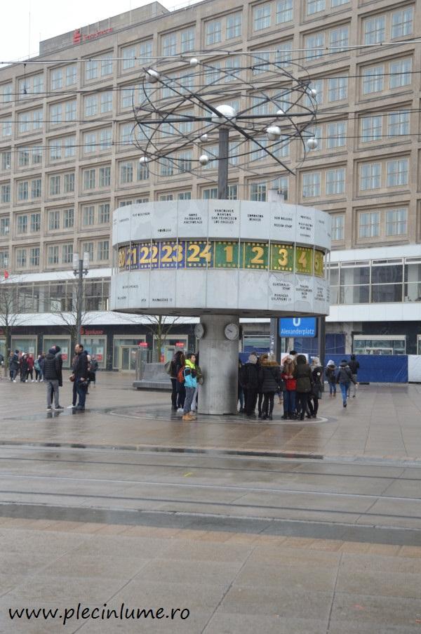 Ceasul lumii din Alexanderplatz Berlin