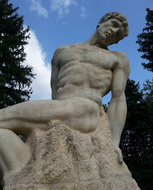 Statuie in parcul Carol