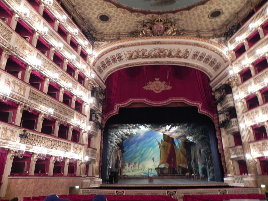 De vizitat in Napoli: Teatrul San Carlo