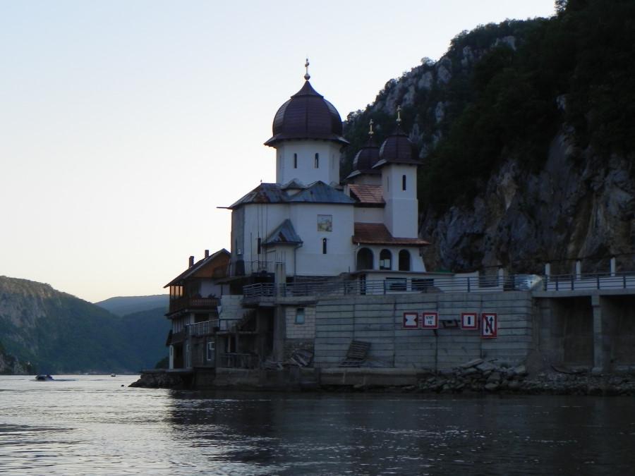 Excursie cu barca in Cazanele Dunarii