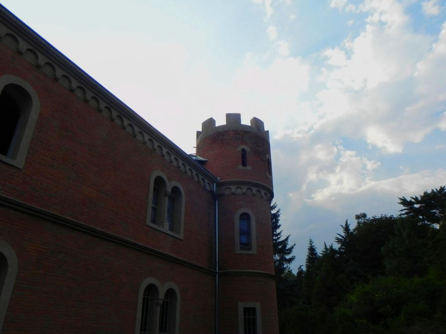 Castelul Rosu de la Hemeius