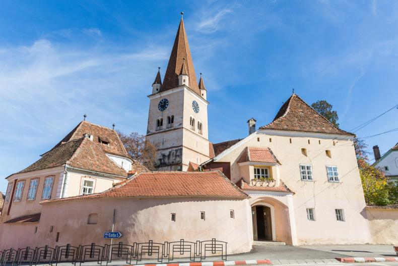 Locuri in jurul Sibiului Biserica fortificata Cisnadie